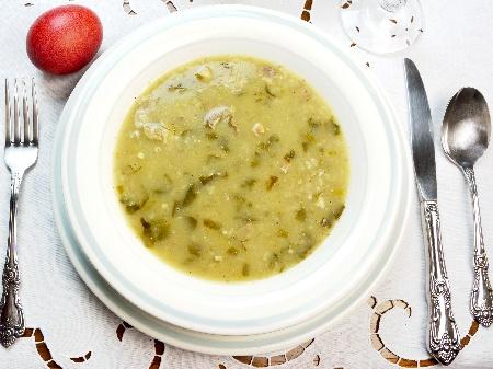 Агнешка супа (чорба) със спанак, гъби, агнешки дреболии, зелен лук, чушки, фиде и застройка от жълтък и кисело мляко - снимка на рецептата